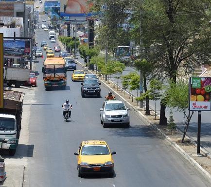 Roban jeep en el centro de Manta