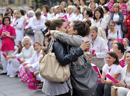 Oposición a bodas gay sube de tono