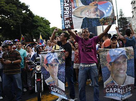 Con un 'cacerolazo' rechazan a Maduro