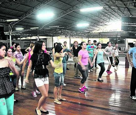 Inauguran el curso de baile semestral