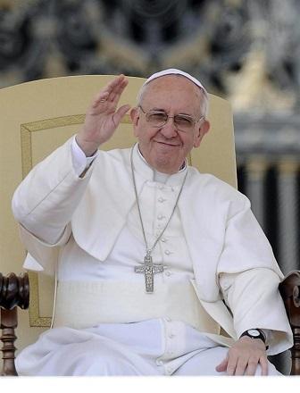 El papa Francisco recibe una camiseta firmada por Messi