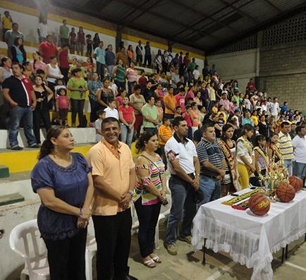21 equipos participan en cuatro categorías en torneo de baloncesto