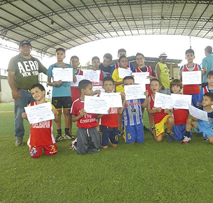 Calderón Fútbol Club culmina cursos vacacionales en cancha Golazo Sport