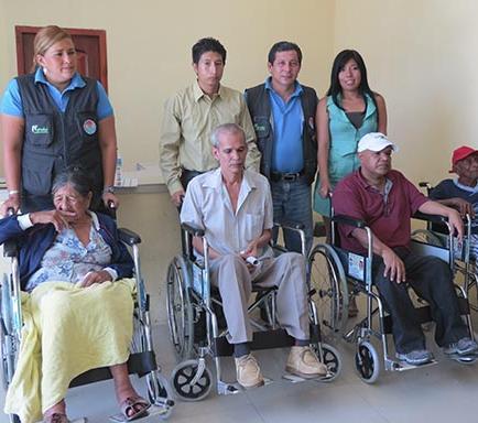 Entregan sillas a 5 discapacitados