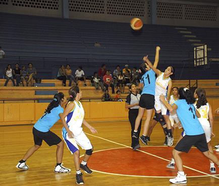 Se juega una fecha más del baloncesto Sénior