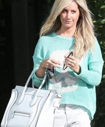 Ashley Tisdale es acosada por un fanático