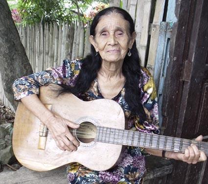 Toca la guitarra como una madre follando
