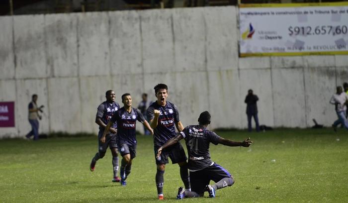 Emelec recuperó el liderato del Campeonato Ecuatoriano de Fútbol al vencer al Manta en el estadio Jocay