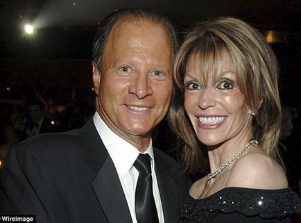 Divulga video sexual tras divorcio de $250 millones