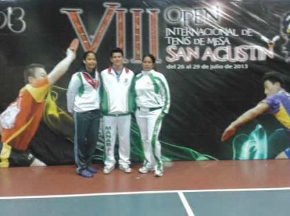 Microtenistas manabitas ganan medallas en Perú