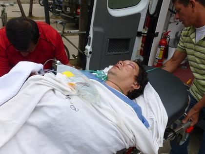 Motociclista está grave tras sufrir accidente