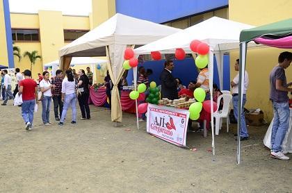70 grupos participaron en feria del Emprendimiento en la USGP