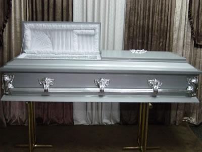 Hombre finge su muerte pero 'resucita' durante el funeral por el calor