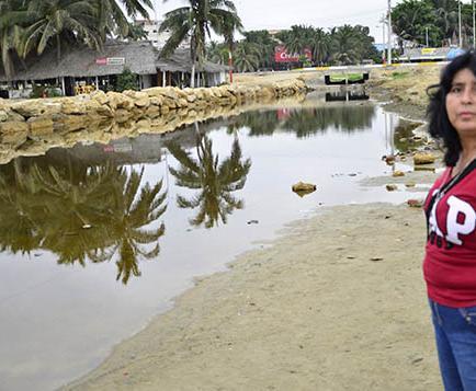 Ciudadanos denuncian contaminación en la playa de Tarqui