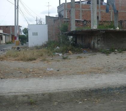 Habitantes de Santa Martha piden aceras en dos avenidas