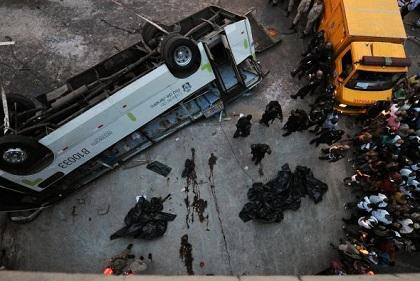 Al menos siete muertos y 29 heridos al accidentarse autobús