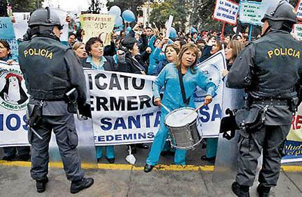 Enfermeras continúan en huelga y exigen un aumento en sus sueldos