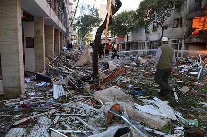 Decretan dos días de luto nacional por explosión en edificio argentino