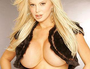 Sabrina Sabrök tiene senos rellenables