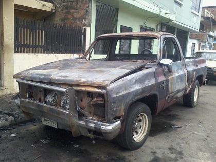Desconocidos incendian dos vehículos en la ciudadela Los Tamarindos