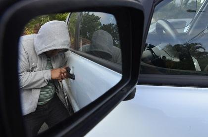 Se roban un carro que estaba estacionado