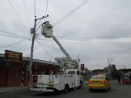 Reparan alumbrado público en Jaramijó