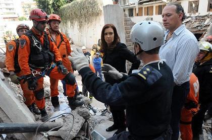 Localizan tres cuerpos bajo los escombros en la ciudad argentina de Rosario