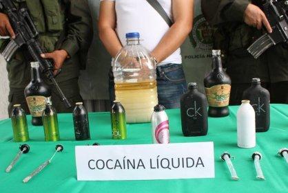 Decomisan cocaína líquida camuflada en botellas de whisky en Chile