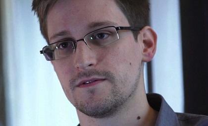 Padre de Snowden entregó documentos para el visado ruso