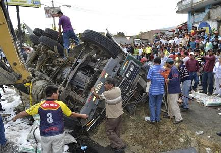 Dos heridos en un accidente en paso lateral de Jipijapa