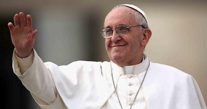 El papa Francisco visita por sorpresa a los carpinteros y obreros de Vaticano