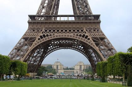 Evacuan la Torre Eiffel por una falsa alerta de bomba