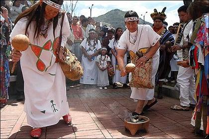 Santos agradece a pueblos indígenas de Colombia en su día