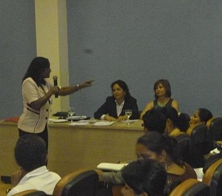 Expertas cubanas dan seminario a docentes