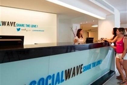 Abren hotel para adictos al Twitter