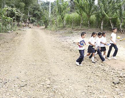 El Gobierno Provincial de Manabí interviene en 3 vías de San Plácido