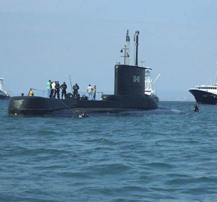 Submarino de la Armada vigila las costas de Manta