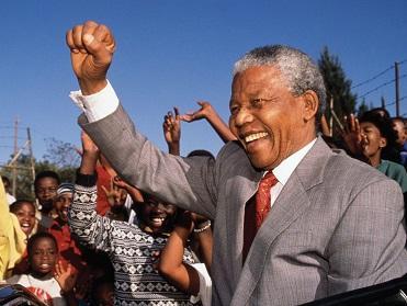 Gobierno sudafricano dice que Mandela mejora pero su estado aún es crítico