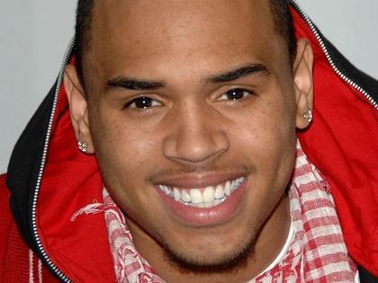 Chris Brown sufrió de convulsiones mientras laboraba