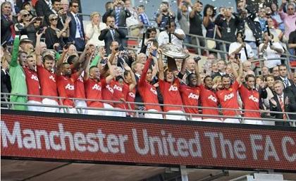 Manchester United de Antonio Valencia ganó el trofeo Community Shield
