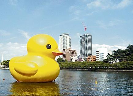 El pato de goma gigante se posará en el Palacio de Verano de Pekín
