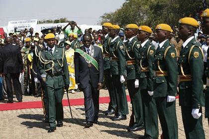 Mugabe: El que no esté contento con las elecciones puede ahorcarse
