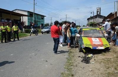 Carrera de carros termina en accidente, hay tres heridos