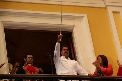 Maduro pide 'poderes especiales' para combatir la corrupción 'a fondo'