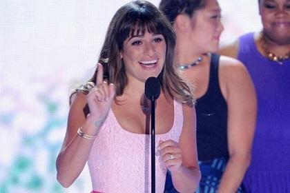 Lea Michele le dedica premio a Cory Monteith y agradece apoyo