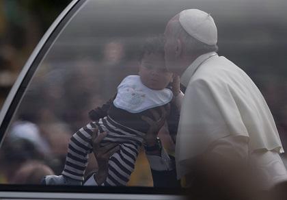 La vida humana debe ser defendida desde la concepción, dice Francisco