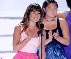 Lea Michele se emociona y le dedica premio a Cory Monteith