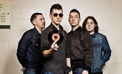 Arctic Monkeys presenta vídeo de la canción 'Why'd You Only Call Me When You're High?'