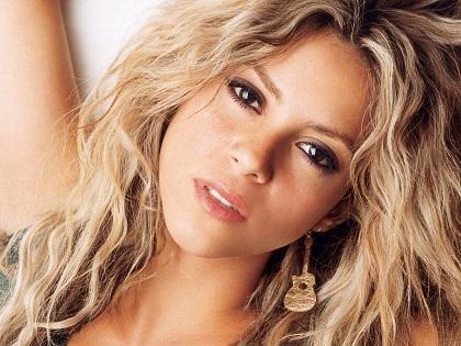 Shakira acusa a De la Rúa de apropiarse de más de 6,6 millones de dólares