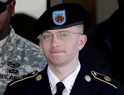 Defensa se centra en caso Manning